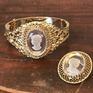 beautiful Whiting & Davis clear cameo bracelet set